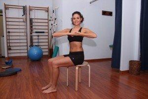 Exercício para dor nas costas, nevralgia, efectuar, rotação, lombar, coluna, costas, pelve, alongamento, dor lombar, dor de garganta, rachialgia, ráquis, fisioterapia e reabilitação