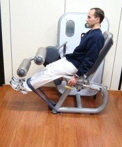 exercício na academia, extensões de perna, reforço, recuperação