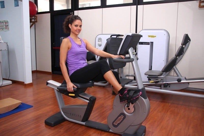 Exercícios, bicicleta ergométrica,pernas inchadas