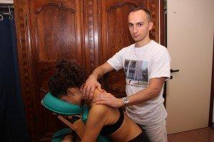 Maniobra de rozamiento en el trapecio, terapia de masaje, cervicalgia, cervical, brazo, hormigueo, reflejos, hiporreflexia, inflamación, contractura