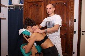 Maniobra de rozamiento en el trapecio, masoterapia, dolor de cuello, cervical