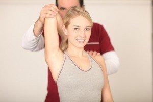 rotación externa pasiva del hombro, ejercicios por cuello, hombros, espalda
