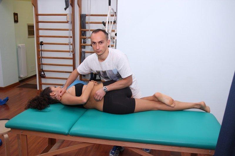 manipManipulación en la espalda, vertebras, limitación funcional
