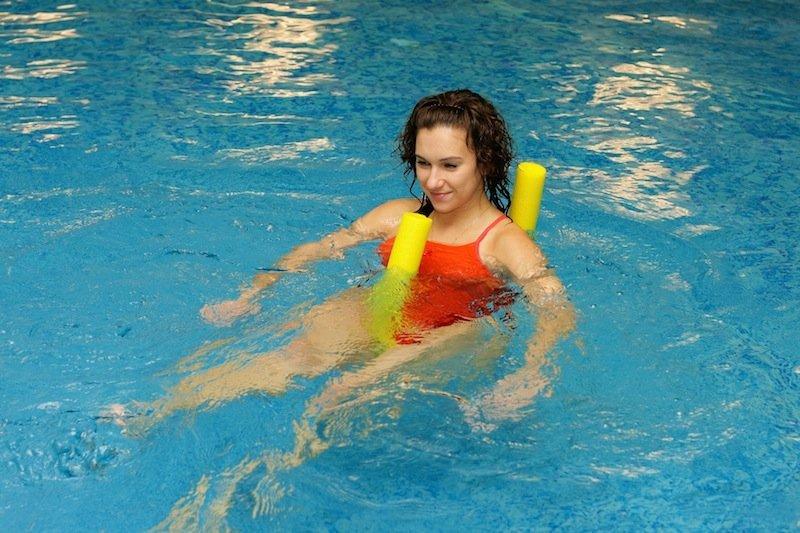 la rehabilitación, el agua, la fractura, piscina, el dolor, el apoyo, el mal, el refuerzo, el movimiento