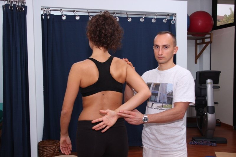 fractura, el movimiento del brazo, rotación interna, limitado, pasivo, el dolor, el dolor, la inflamación