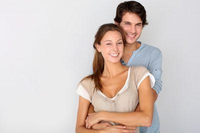 gonorrea, relaciones sexuales, pareja, joven, satisfecha, feliz